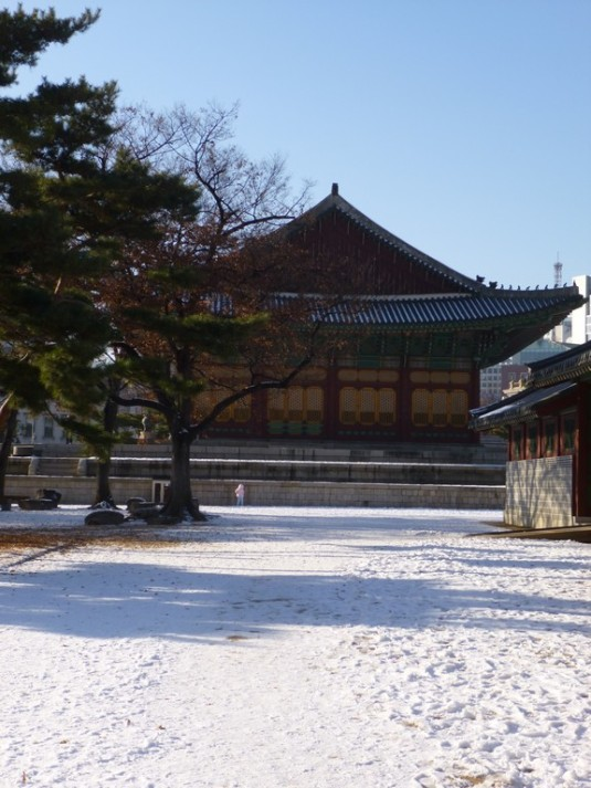 Deoksugung in snow